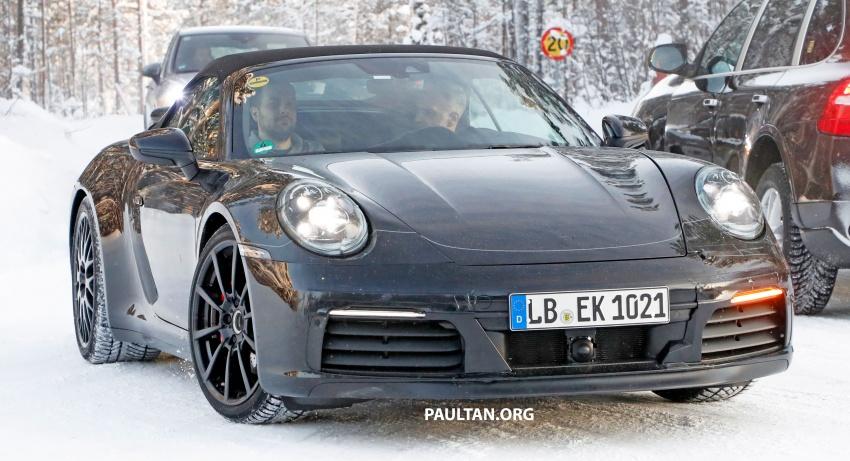 2019 Porsche 911 teased; spyshots reveal 992 interior Image #783020