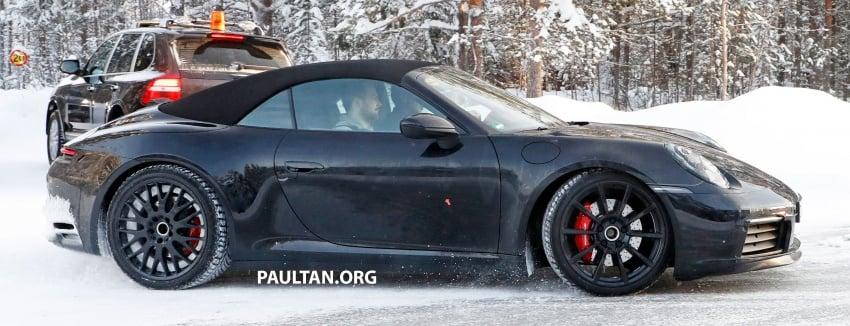 2019 Porsche 911 teased; spyshots reveal 992 interior Image #783021