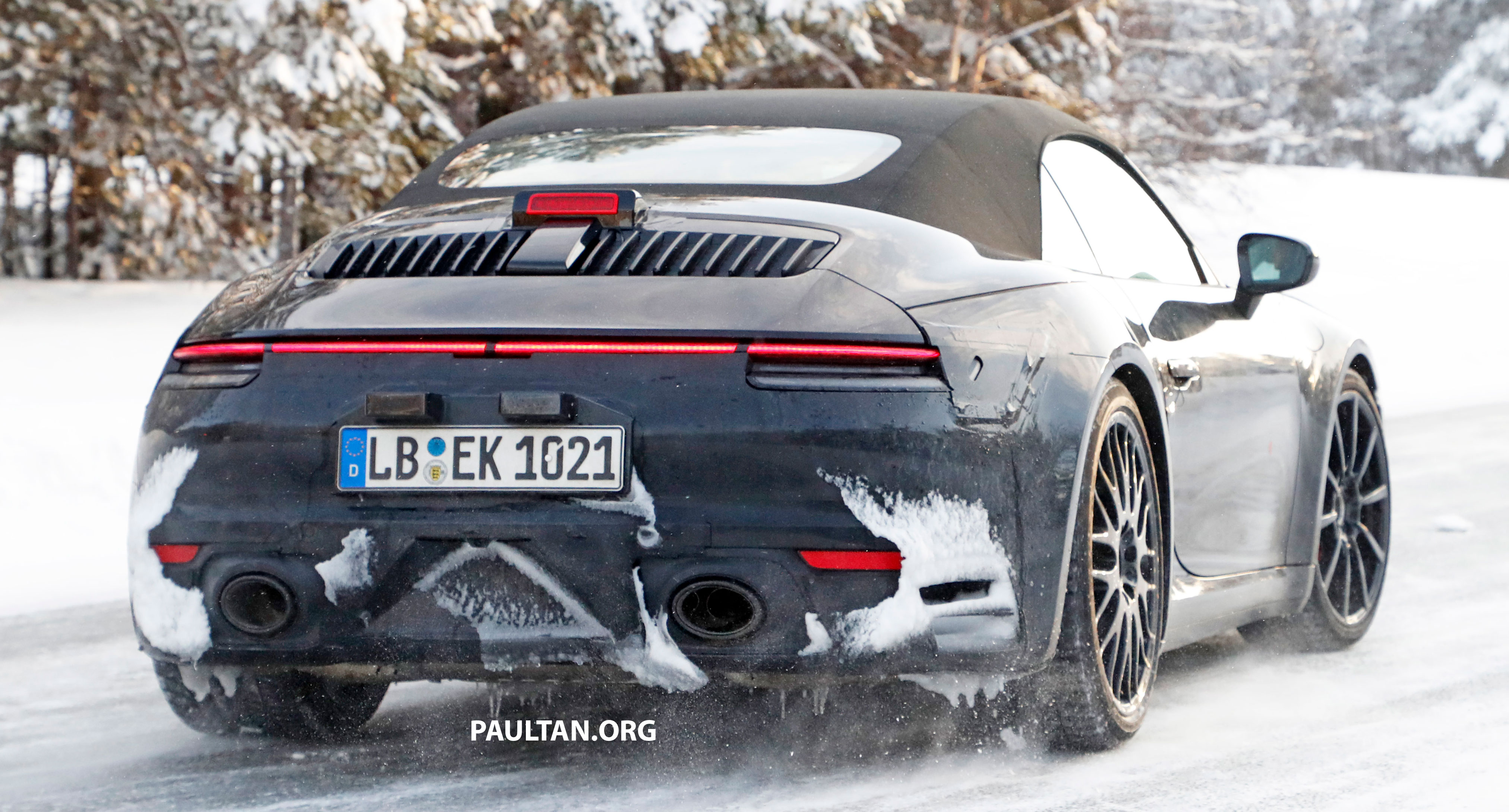 Porsche 911 2019 >> 2019 Porsche 911 teased; spyshots reveal 992 interior Paul Tan - Image 783022