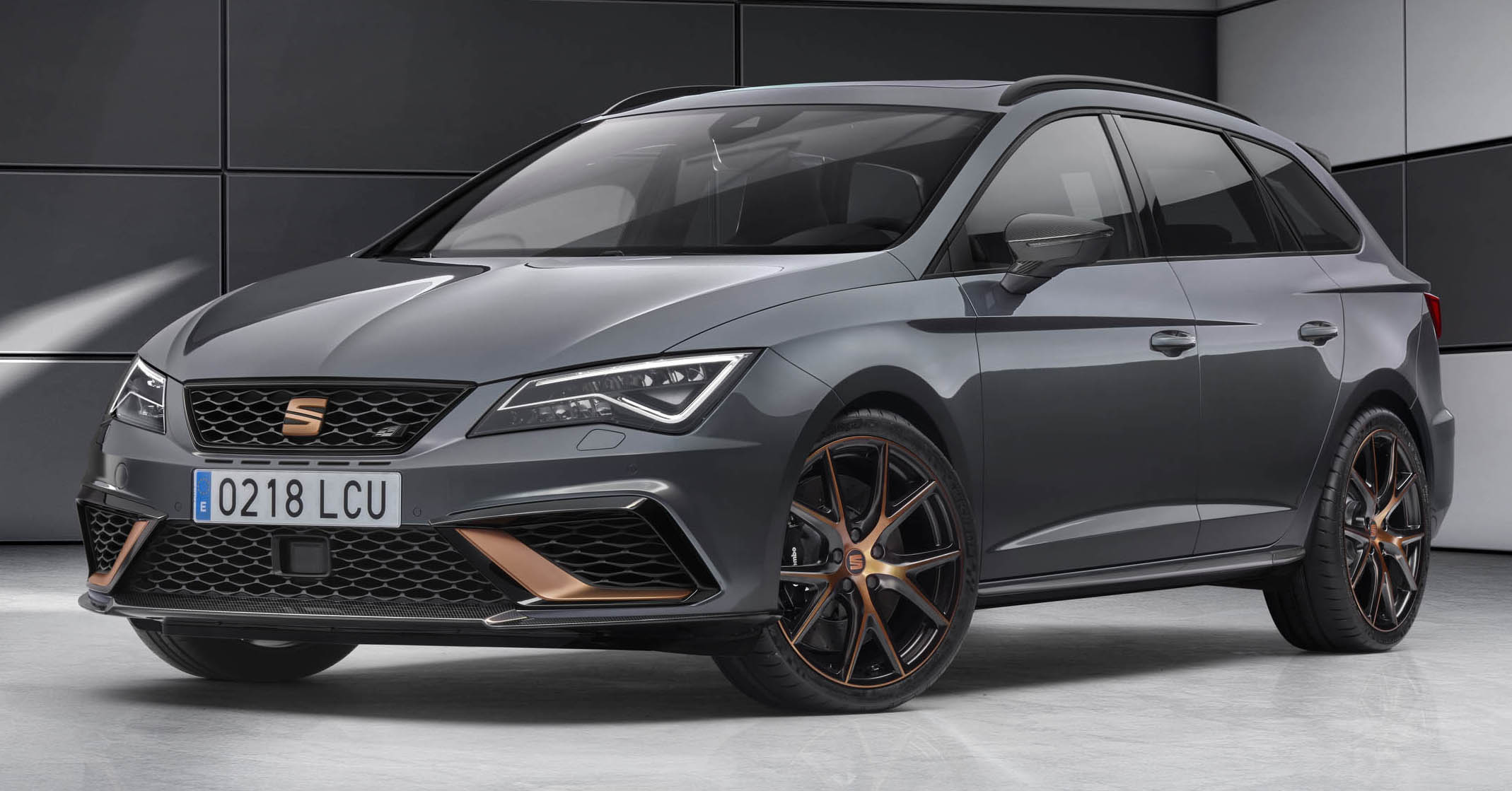 seat leon cupra r st 300 ps estate gets unveiled paul. Black Bedroom Furniture Sets. Home Design Ideas