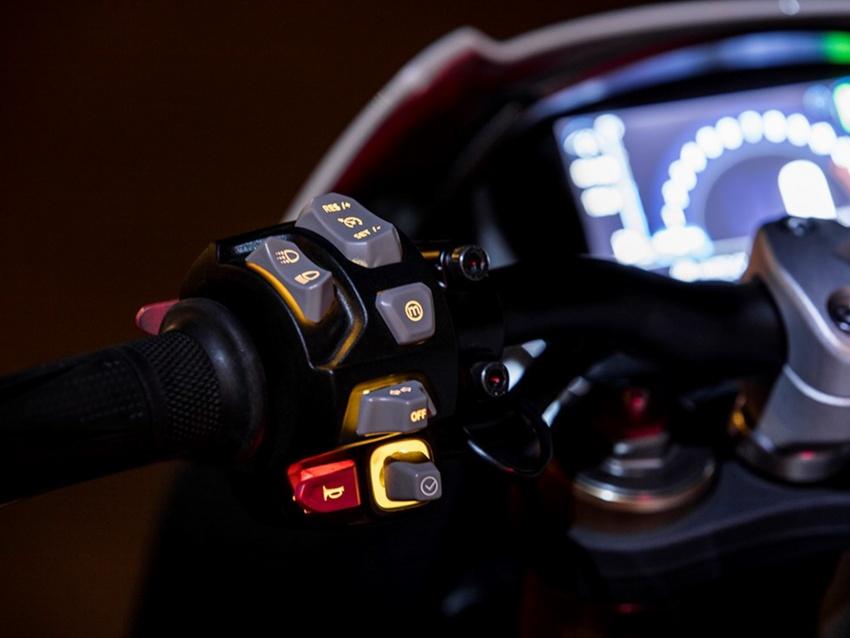 Triumph Speed Triple – kuasa ditingkat, lebih canggih Image #775681