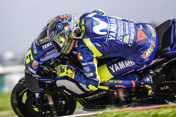 Valentino Rossi signs with Yamaha for two more years Image #791483