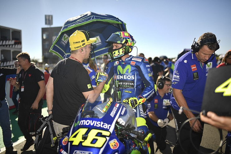 Valentino Rossi signs with Yamaha for two more years Image #791481