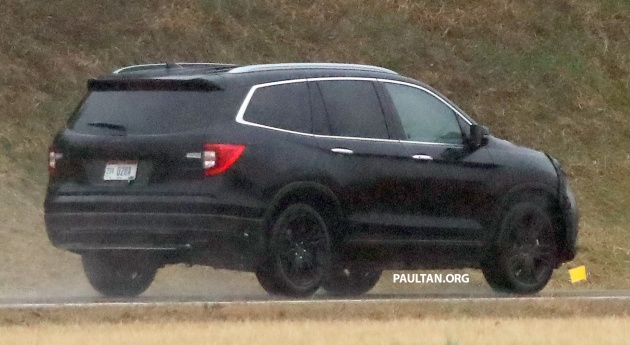 spied 2019 honda pilot facelift spotted eight seat suv. Black Bedroom Furniture Sets. Home Design Ideas