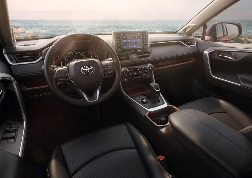 Toyota RAV4 tiba di New York – guna platform TNGA, enjin Dynamic Force, penggayaan serba baharu Image #797960