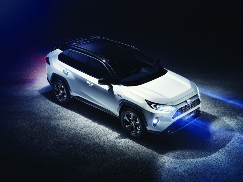 2019 Toyota RAV4 makes its New York debut – TNGA platform, Dynamic Force engines, all-new styling Image #798001