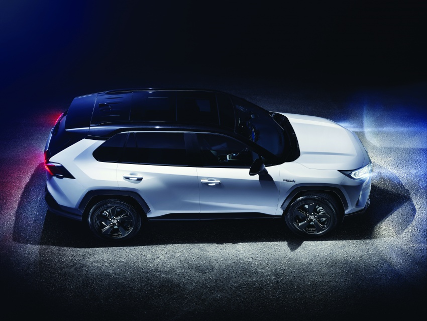 2019 Toyota RAV4 makes its New York debut – TNGA platform, Dynamic Force engines, all-new styling Image #798002