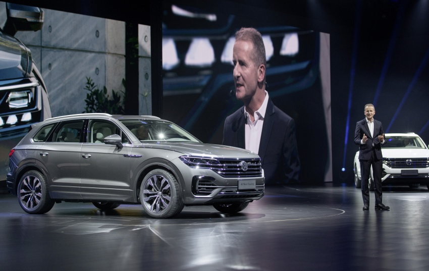 2019 Volkswagen Touareg debuts with 15-inch display Image #795548