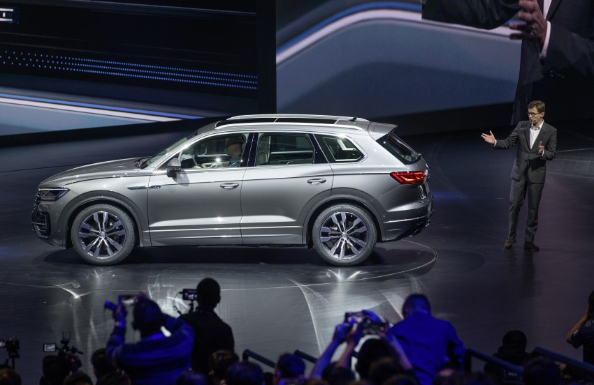 2019 Volkswagen Touareg debuts with 15-inch display Image #795549