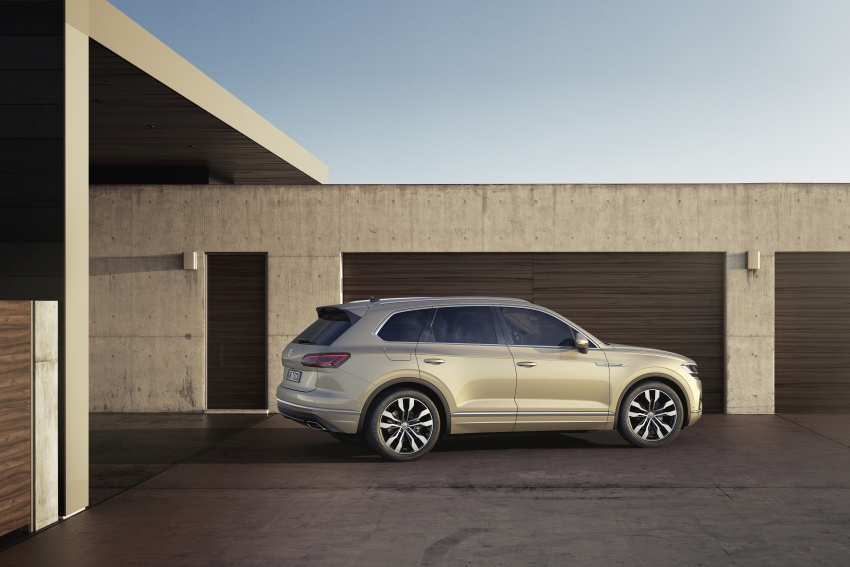2019 Volkswagen Touareg debuts with 15-inch display Image #795552