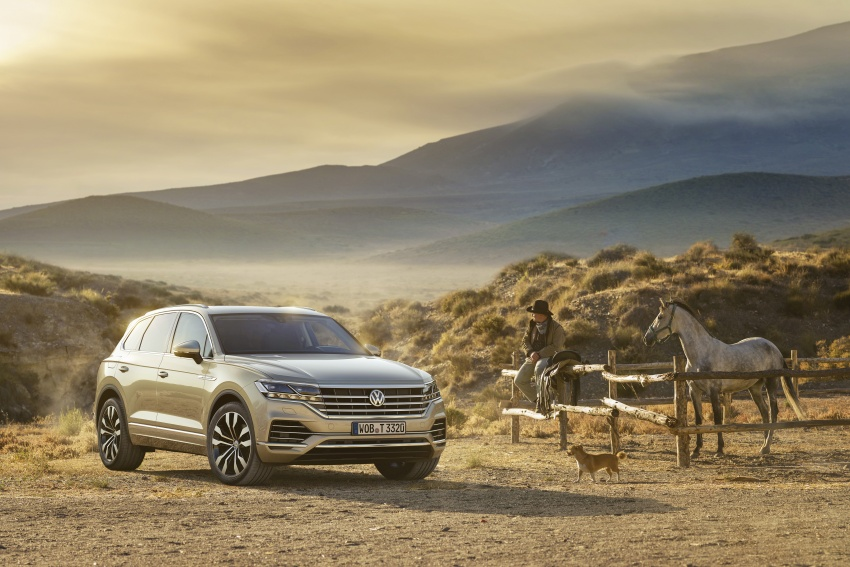 2019 Volkswagen Touareg debuts with 15-inch display Image #795556