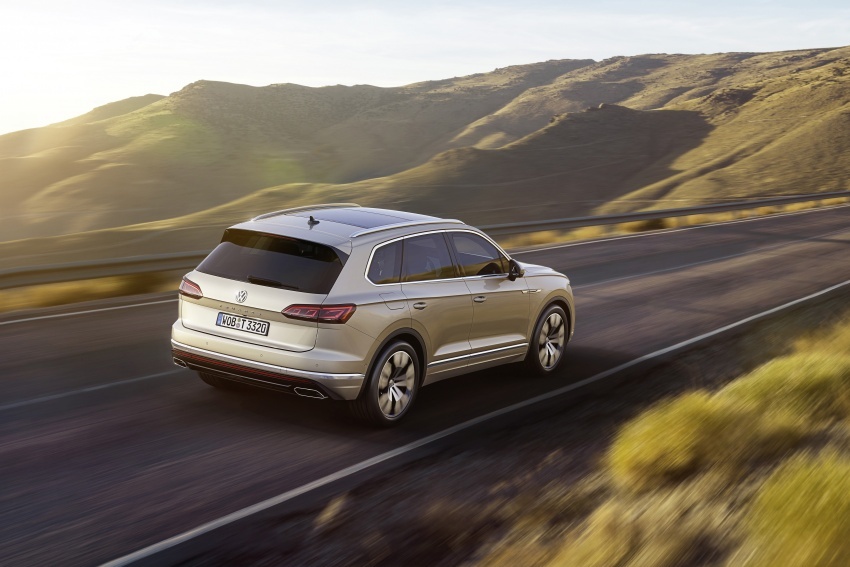 2019 Volkswagen Touareg debuts with 15-inch display Image #795558