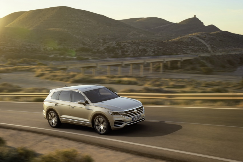 2019 Volkswagen Touareg debuts with 15-inch display Image #795559