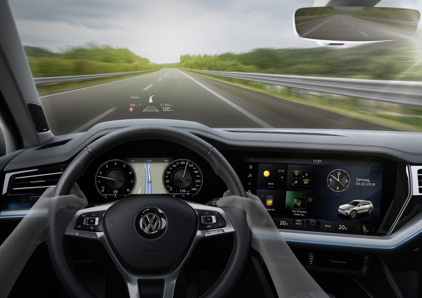 2019 Volkswagen Touareg debuts with 15-inch display Image #795517