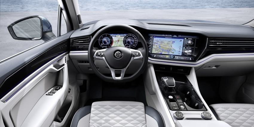 2019 Volkswagen Touareg debuts with 15-inch display Image #795570