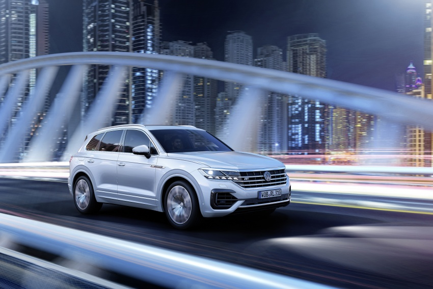 2019 Volkswagen Touareg debuts with 15-inch display Image #795577