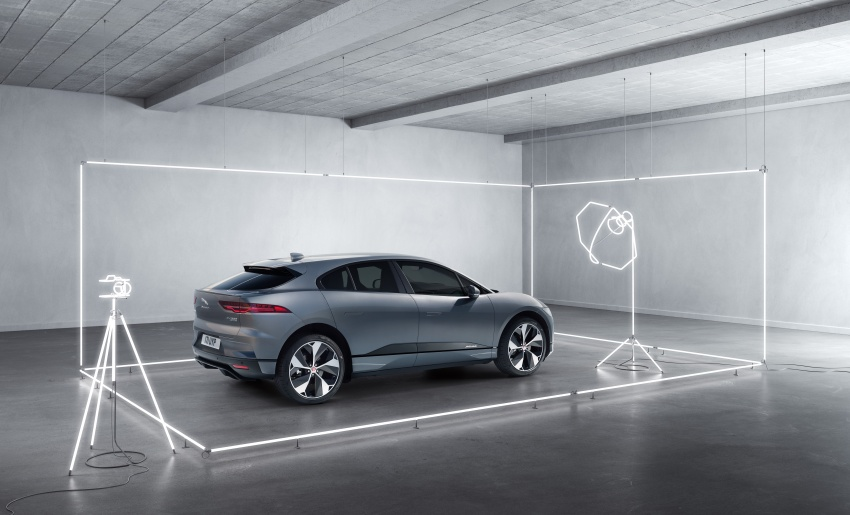 Jaguar I-Pace – brand's first all-electric vehicle debuts with 400 PS, 0-100 km/h in 4.8 seconds, 480 km range Image #784982