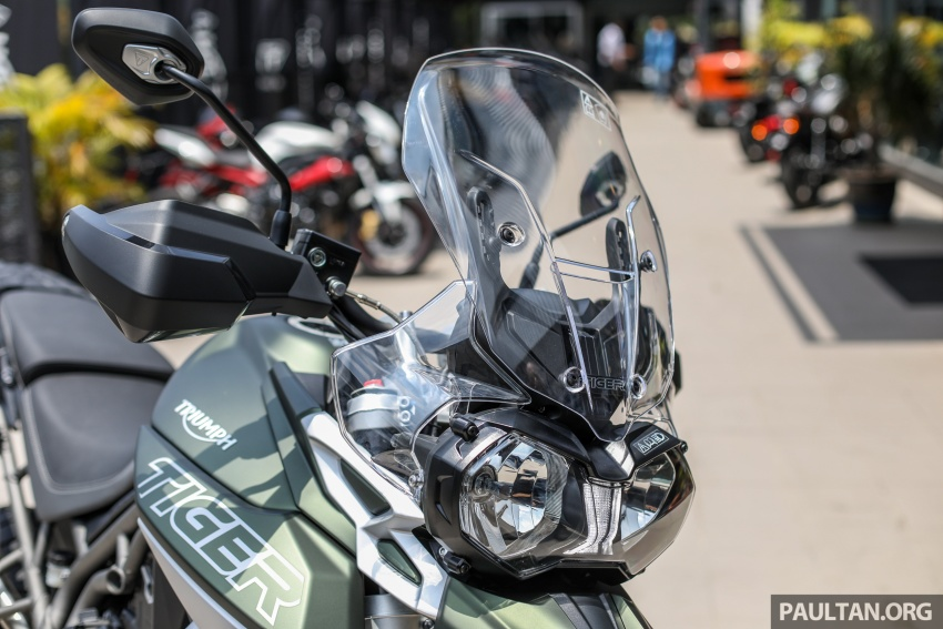 FIRST LOOK: 2018 Triumph Tiger 800 XCx and XRx adventure bikes – RM74,900 and RM69,900 Image #786918