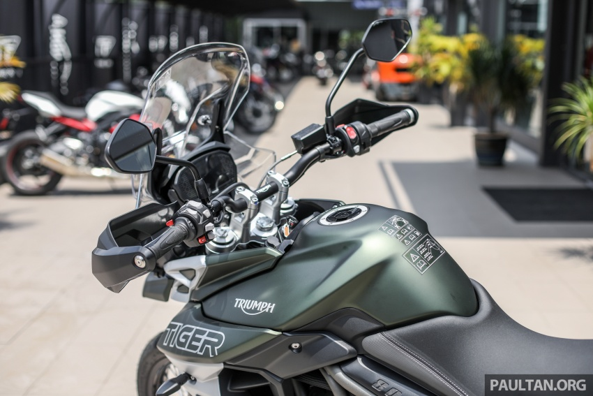 FIRST LOOK: 2018 Triumph Tiger 800 XCx and XRx adventure bikes – RM74,900 and RM69,900 Image #786946