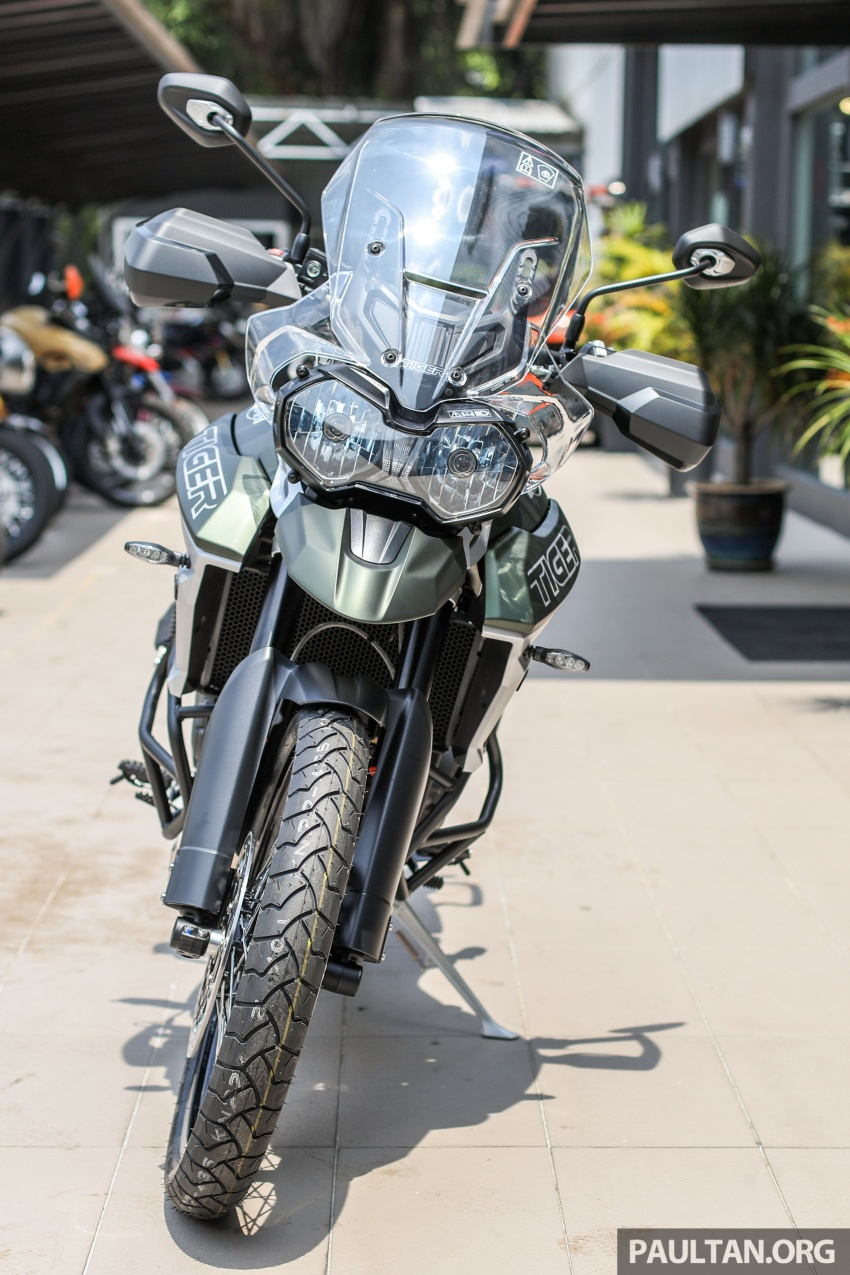 FIRST LOOK: 2018 Triumph Tiger 800 XCx and XRx adventure bikes – RM74,900 and RM69,900 Image #786909