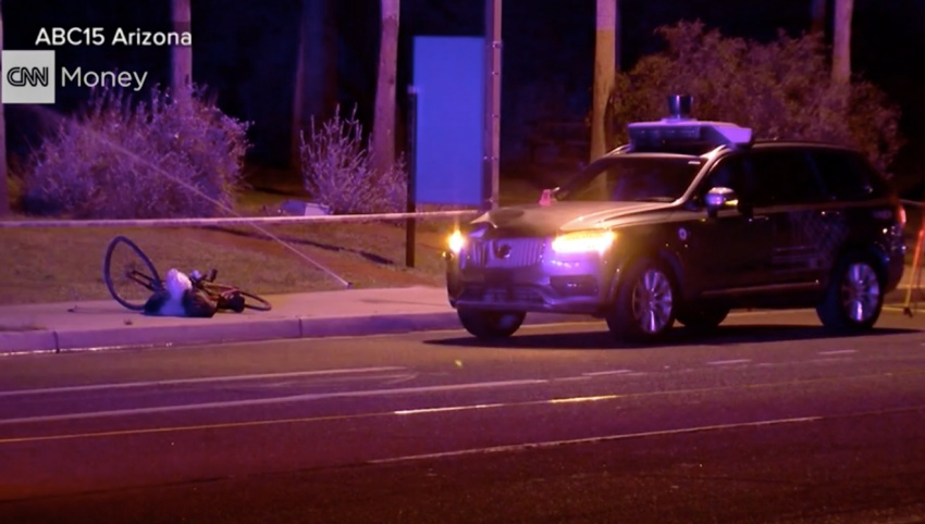 Self-driving Uber car kills woman, test fleet suspended Image #792956
