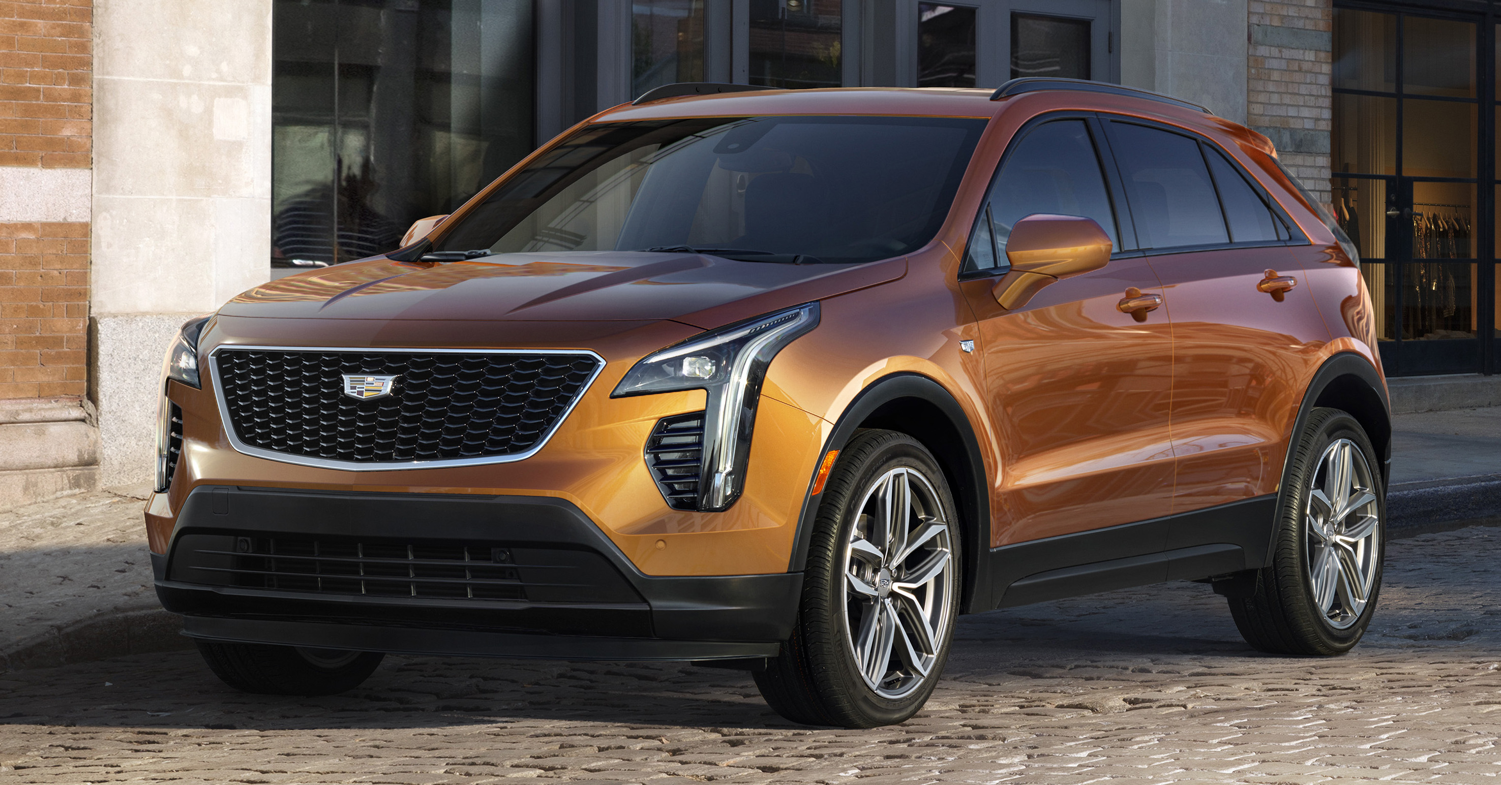 2019 cadillac xt4 brand 39 s first compact suv debuts. Black Bedroom Furniture Sets. Home Design Ideas
