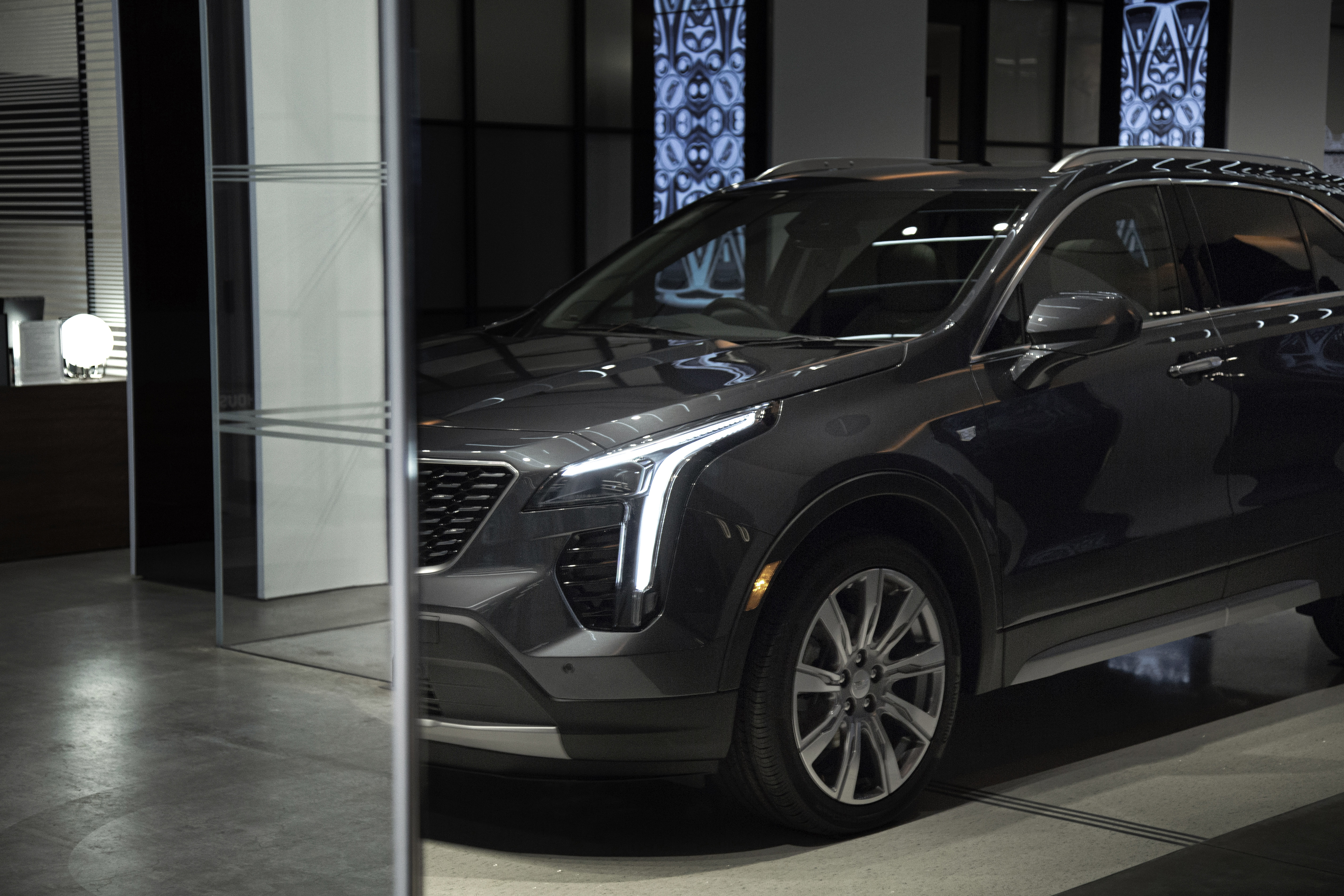news all new the pick l cadillac earns safety from suv iihs top small