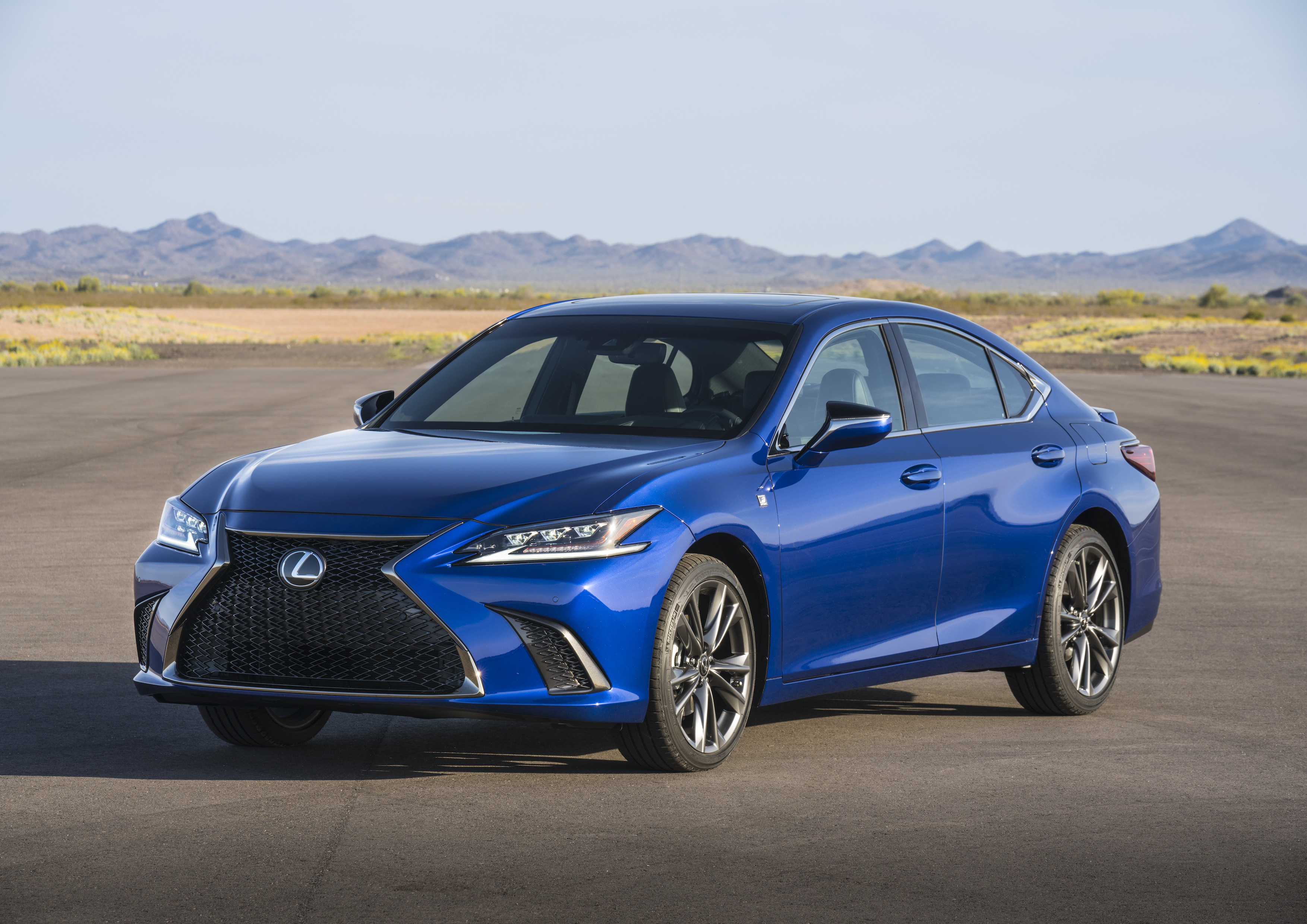 engine liter powered and equipped torque drive is hybrid that same interior also es lexus lb a predecessor of with v musters sedan first ft horsepower autosavant its the