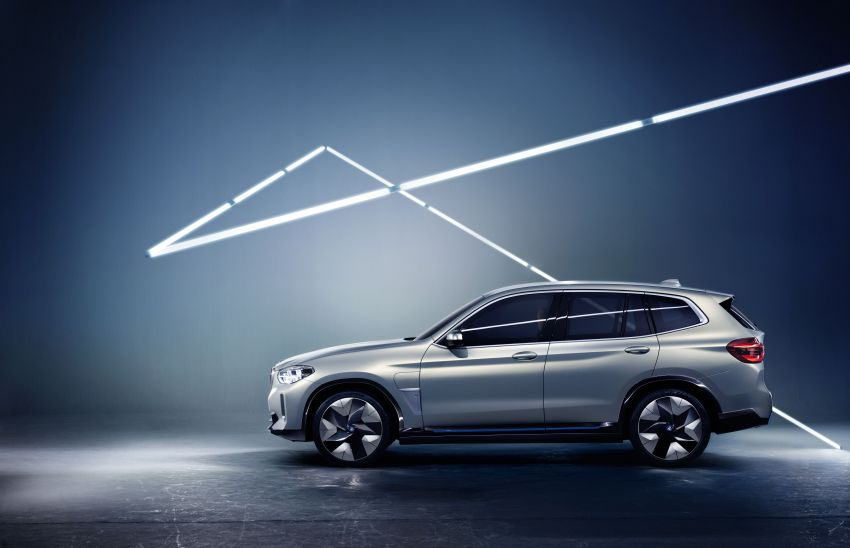 BMW Concept iX3 unveiled at Beijing Motor Show – based on the X3, 268 hp, 400 km all-electric range Image #811100