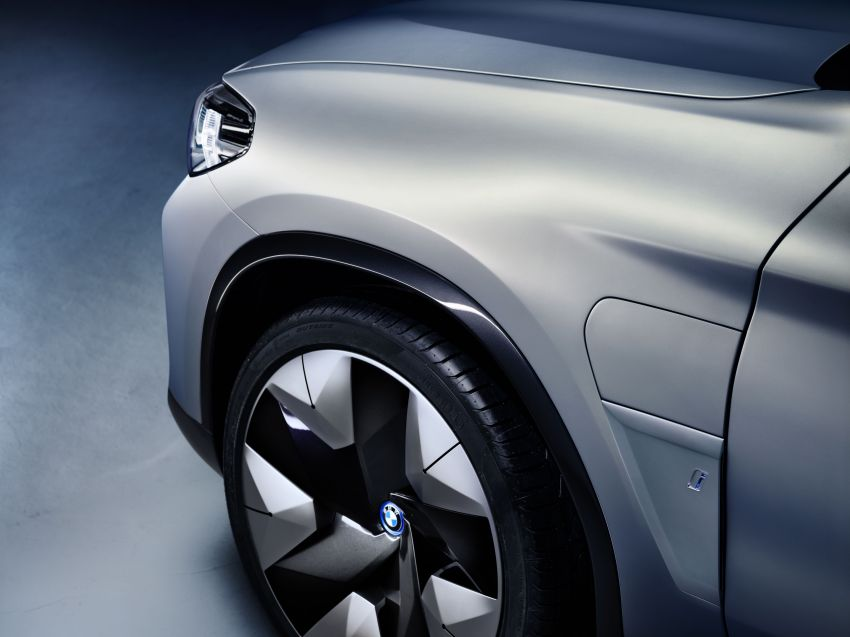 BMW Concept iX3 unveiled at Beijing Motor Show – based on the X3, 268 hp, 400 km all-electric range Image #811102