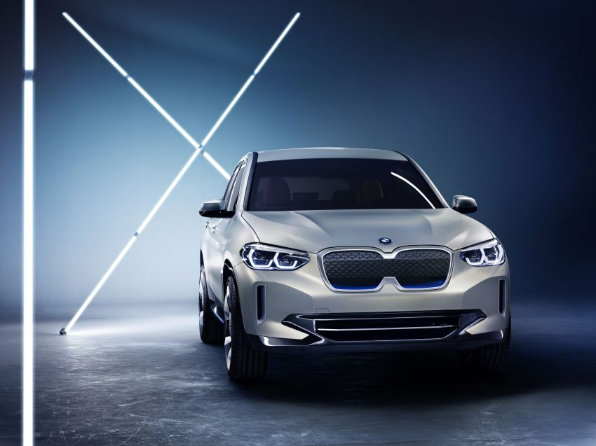 BMW Concept iX3 unveiled at Beijing Motor Show – based on the X3, 268 hp, 400 km all-electric range Image #811106