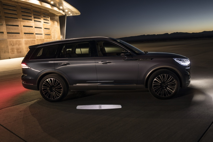 Lincoln Aviator previewed in New York – three-row SUV with plug-in hybrid option, production next year Image #801398