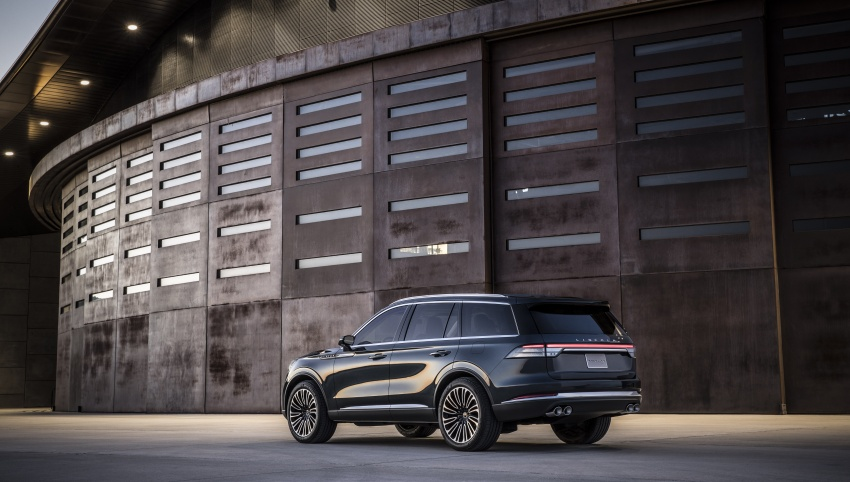 Lincoln Aviator previewed in New York – three-row SUV with plug-in hybrid option, production next year Image #801403