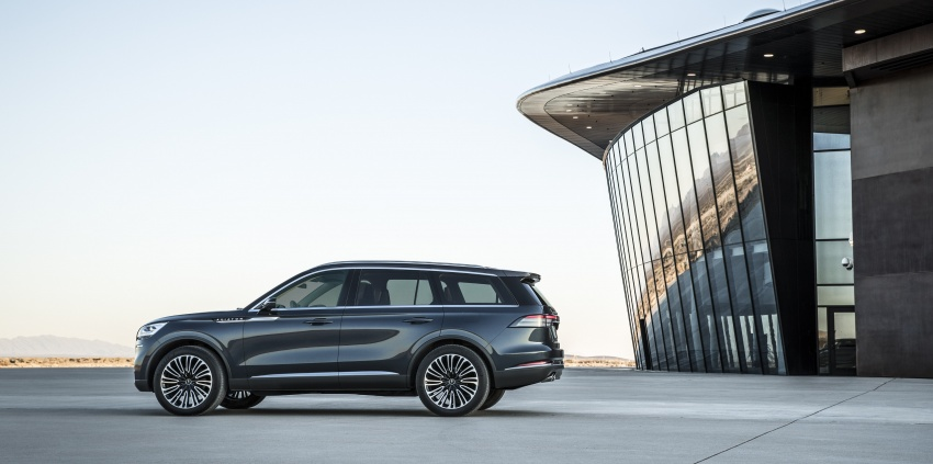 Lincoln Aviator previewed in New York – three-row SUV with plug-in hybrid option, production next year Image #801404