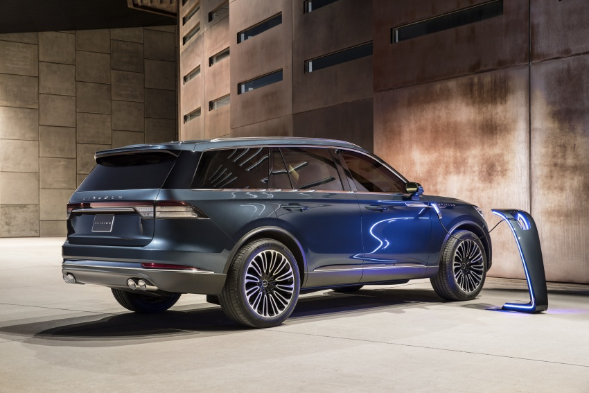 Lincoln Aviator previewed in New York – three-row SUV with plug-in hybrid option, production next year Image #801407