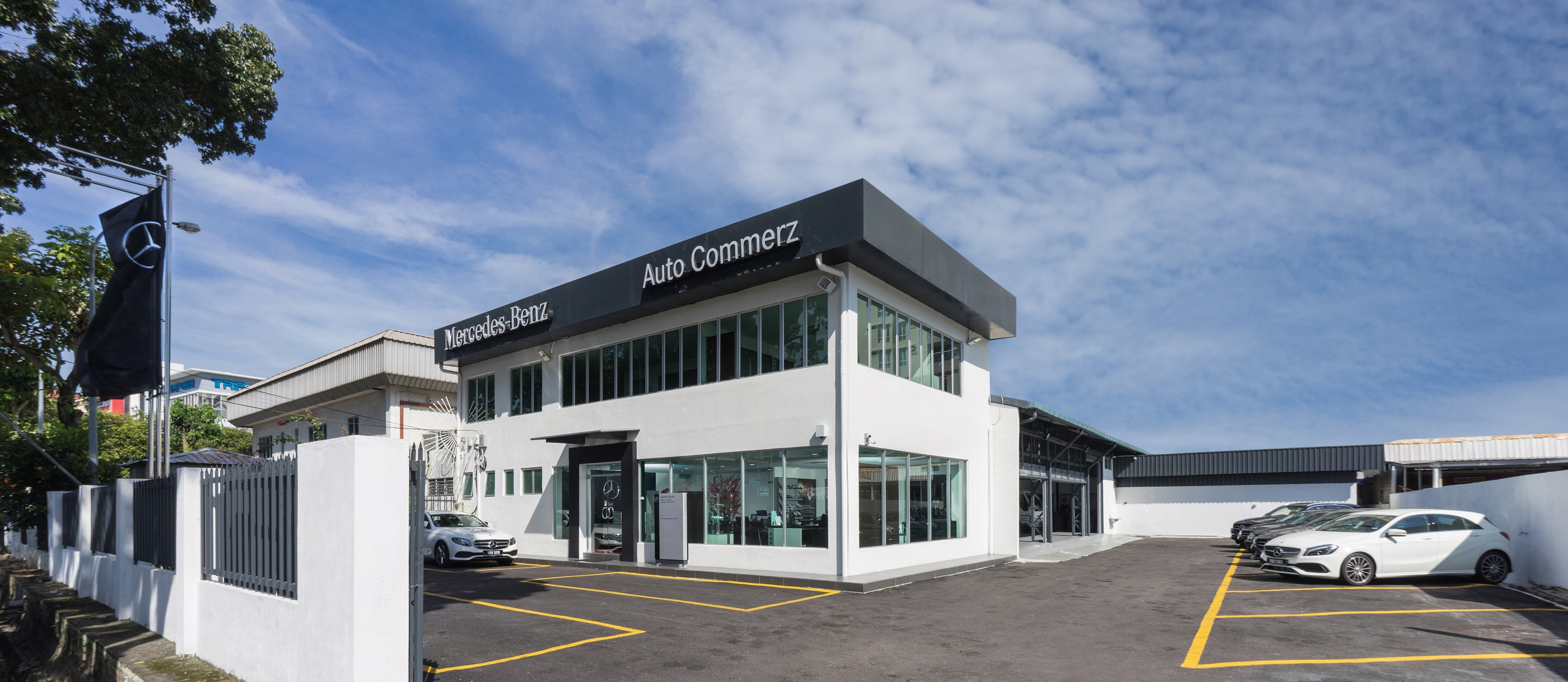 Mercedes benz malaysia and auto commerz launch brand new for Mercedes benz rockville centre service