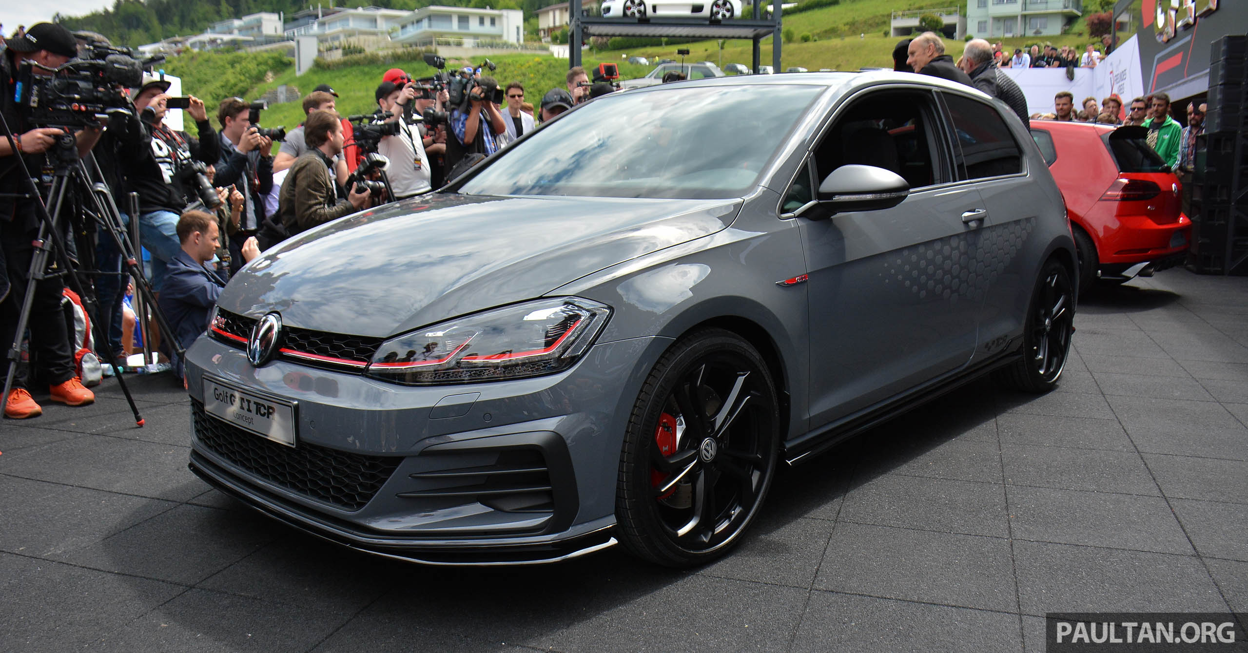 Volkswagen Golf Gti Tcr Concept Officially Debuts At Wortherseetreffen 2 0l Tsi Engine 290 Ps 264 Km H Paultan Org