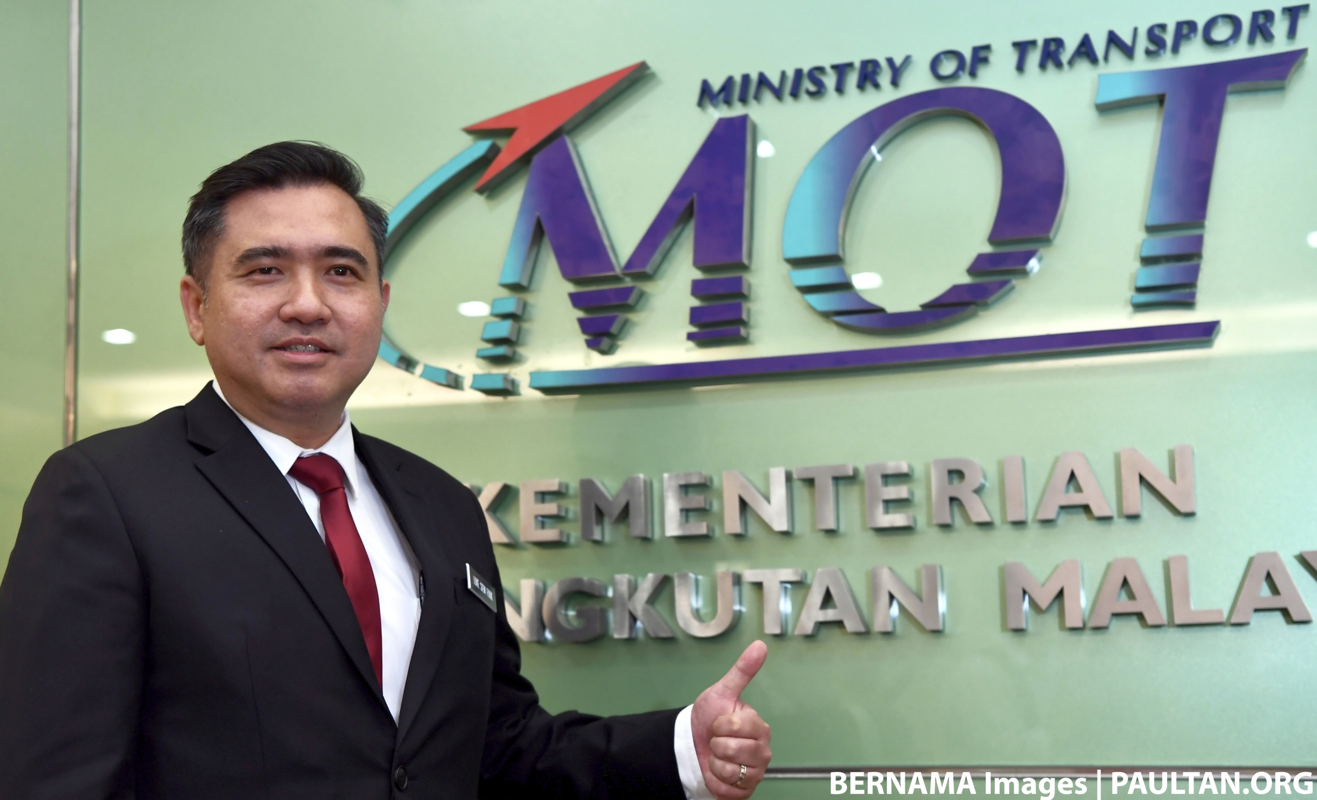 Ride-hailing not banned, but must be fair to taxis: Loke