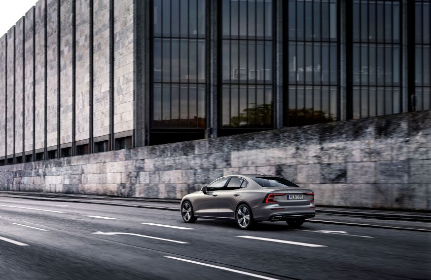 2019 Volvo S60 revealed – petrol powertrains only, optional Polestar Engineered upgrade, up to 415 hp Image #829210