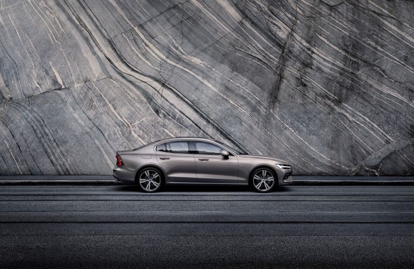 2019 Volvo S60 revealed – petrol powertrains only, optional Polestar Engineered upgrade, up to 415 hp Image #829211