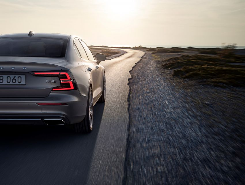 2019 Volvo S60 revealed – petrol powertrains only, optional Polestar Engineered upgrade, up to 415 hp Image #829230