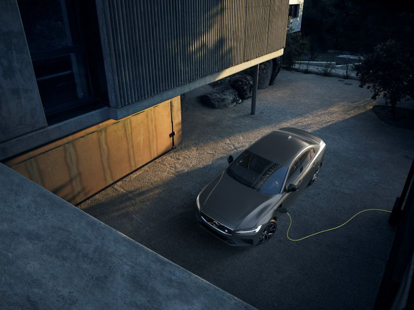 2019 Volvo S60 revealed – petrol powertrains only, optional Polestar Engineered upgrade, up to 415 hp Image #829289