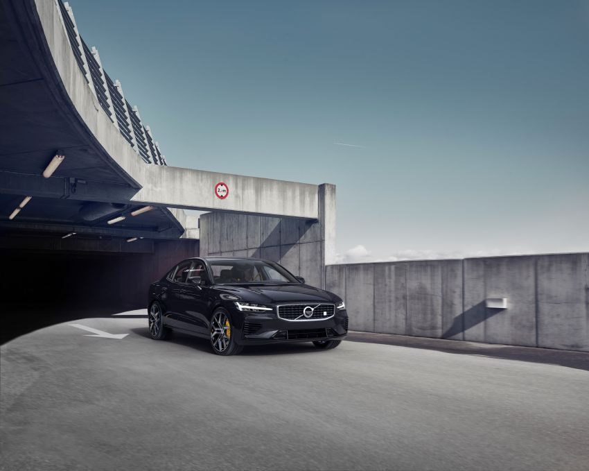 2019 Volvo S60 revealed – petrol powertrains only, optional Polestar Engineered upgrade, up to 415 hp Image #829291