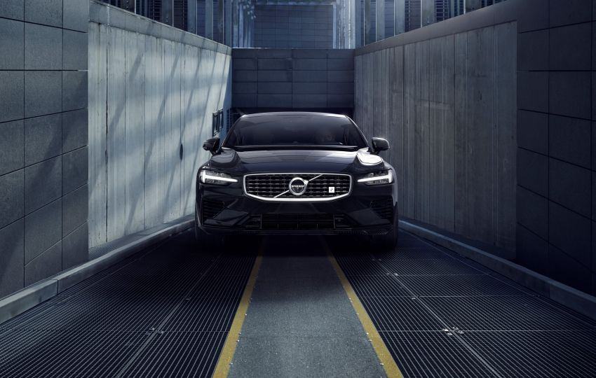2019 Volvo S60 revealed – petrol powertrains only, optional Polestar Engineered upgrade, up to 415 hp Image #829294