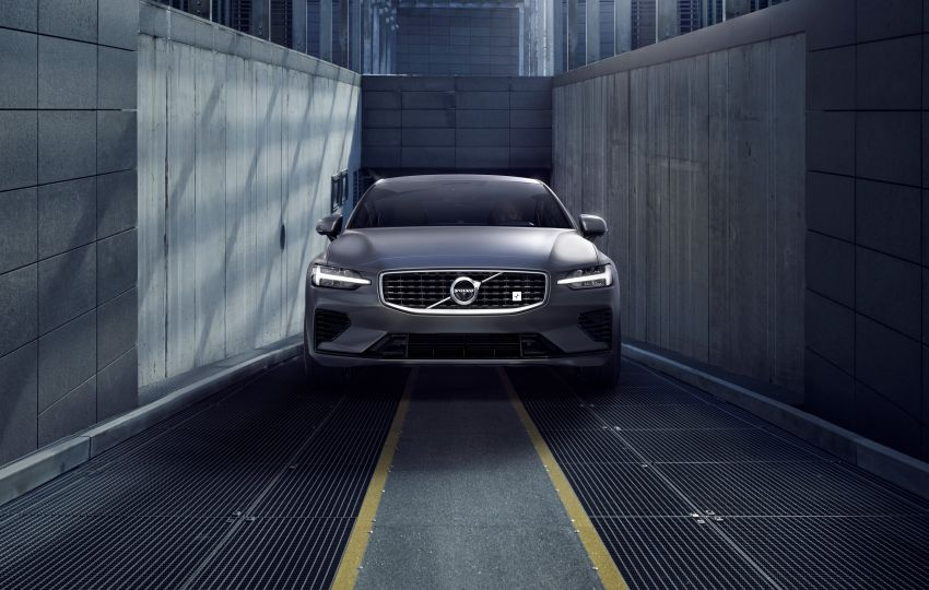 2019 Volvo S60 revealed – petrol powertrains only, optional Polestar Engineered upgrade, up to 415 hp Image #829295