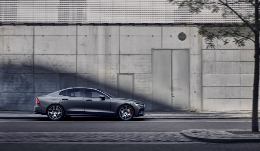 2019 Volvo S60 revealed – petrol powertrains only, optional Polestar Engineered upgrade, up to 415 hp Image #829298
