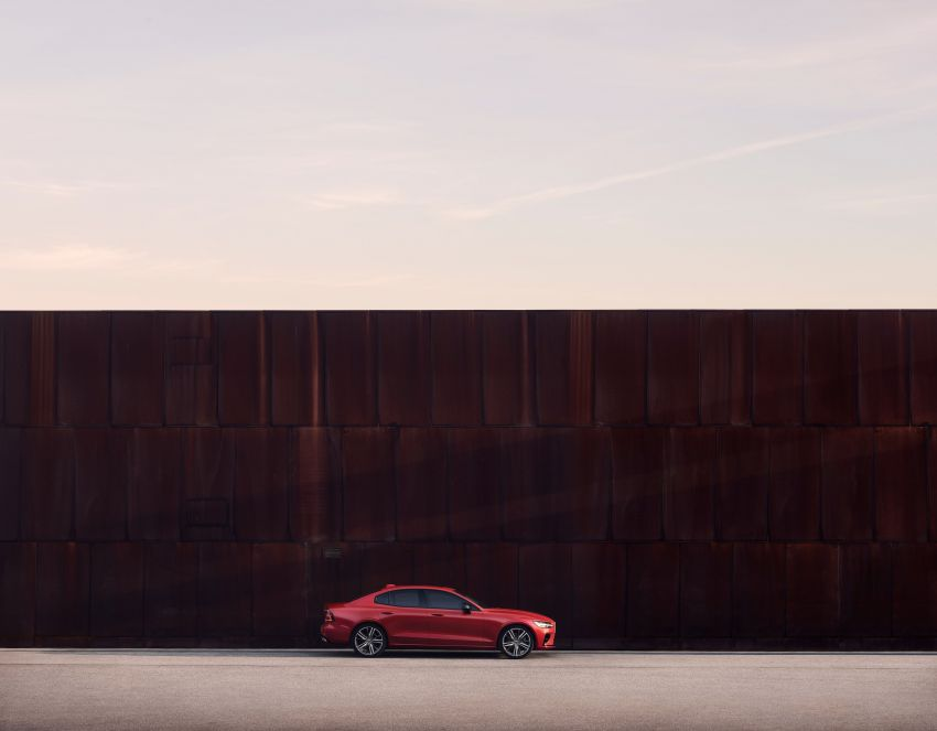 2019 Volvo S60 revealed – petrol powertrains only, optional Polestar Engineered upgrade, up to 415 hp Image #829277
