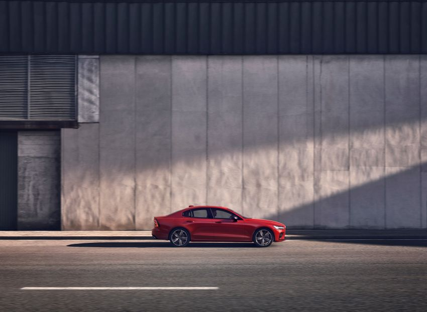 2019 Volvo S60 revealed – petrol powertrains only, optional Polestar Engineered upgrade, up to 415 hp Image #829278