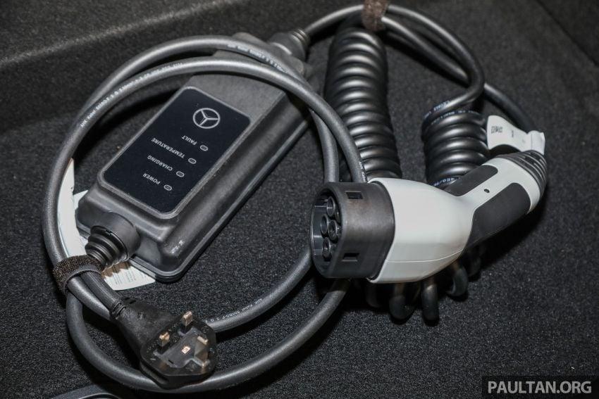 W213 Mercedes-Benz E-Class gets MY2018 updates – EQ Power branding for E350e, new ambient lighting Image #827311
