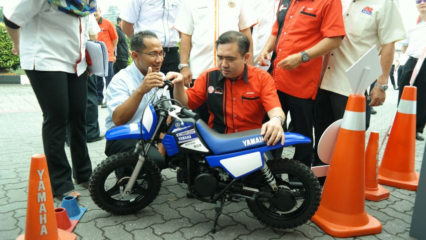 Mandatory motorcycle ABS, highway size restriction, licence age limit – we ask new Transport Minister Loke Image #825735